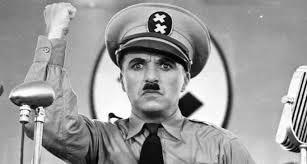 Chaplin haciendo de Hitler