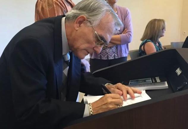 Manuel Gayol Mecias. Firmas
