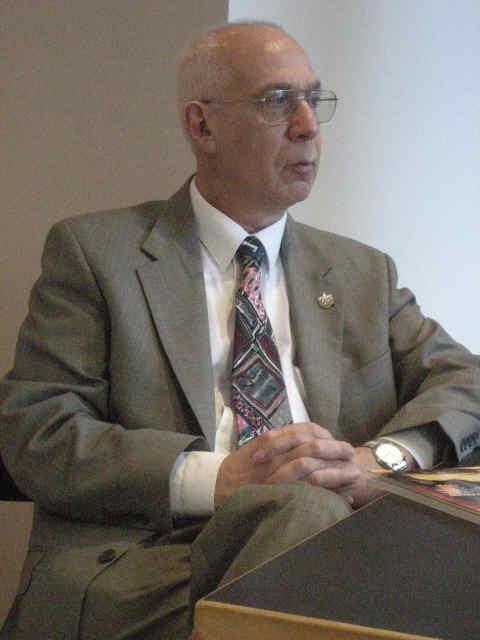 Dr. Eduardo Lolo