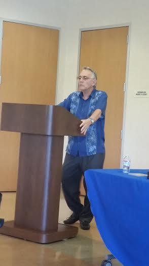 Manuel Gayol Mecias en la presentacion del libro La penumbra de Dios. 06182016